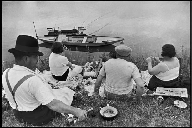 Henri Cartier-Bresson - Sunday on the banks of the river marne, 1938