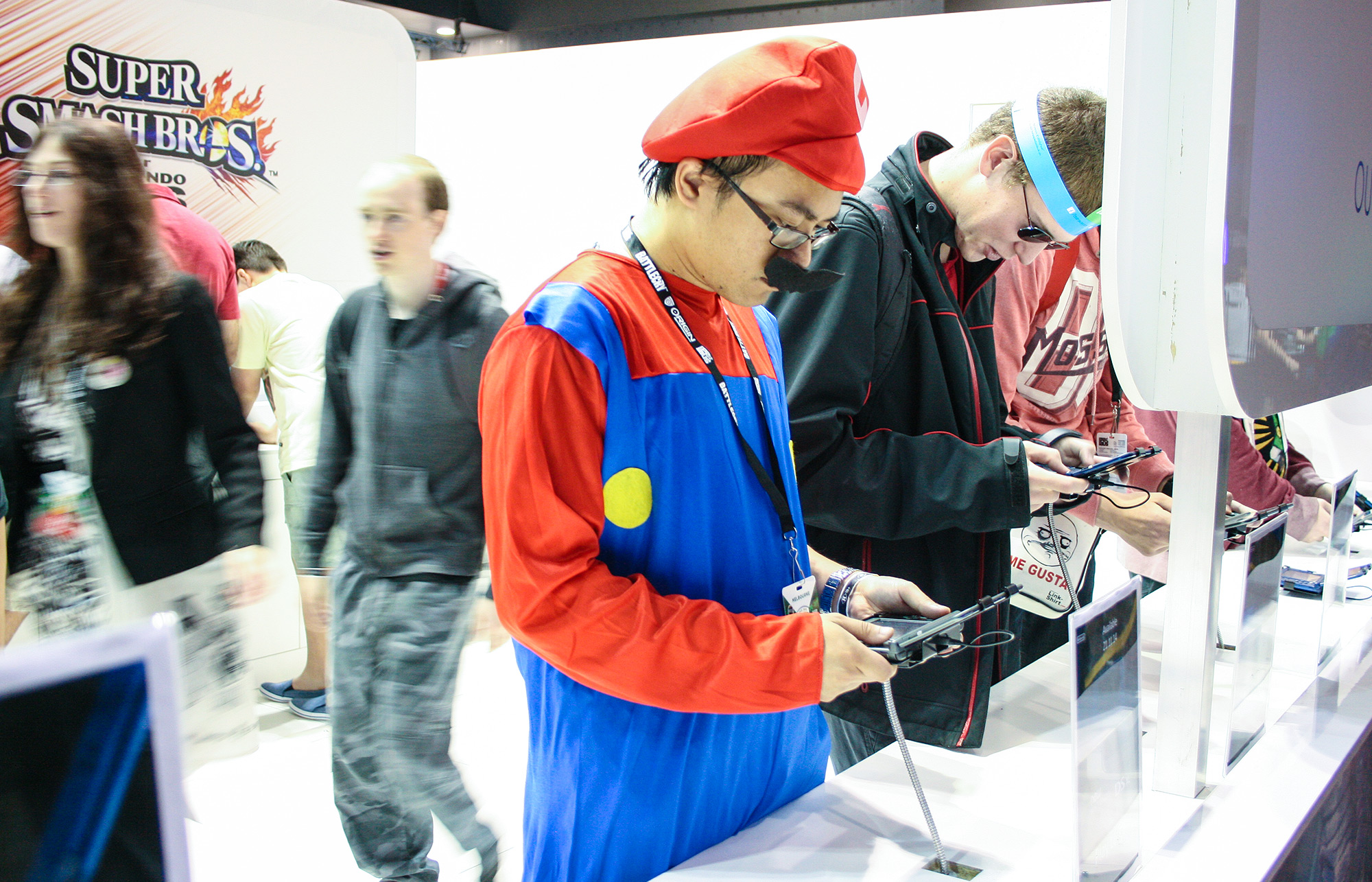 PAX Aus - Melbourne 2014 - Mario cosplay playing 3DS